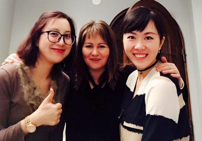 Maaria Berg SAMK: Yhtä hymyä työkavereideni Sunnyn ja Jingin kanssa työelämäjakson lopussa.